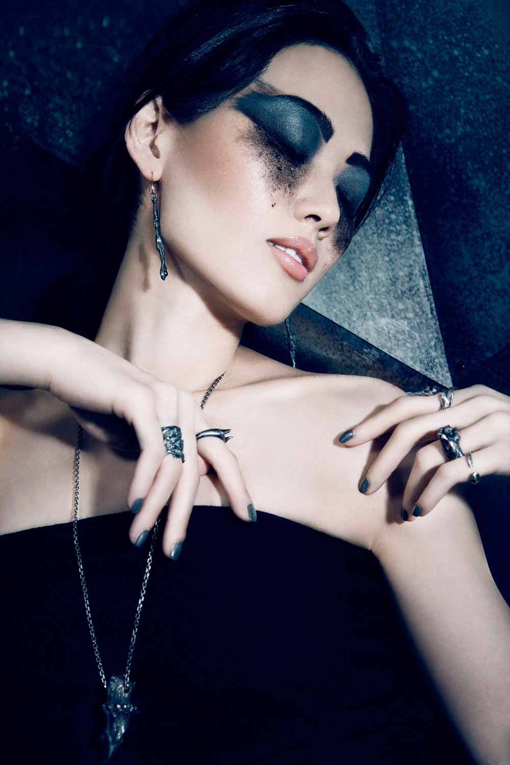 FROM THE EARTH - Jewellery designer Gaspard Hex wants to rediscover the spirituality of the earth through his creations