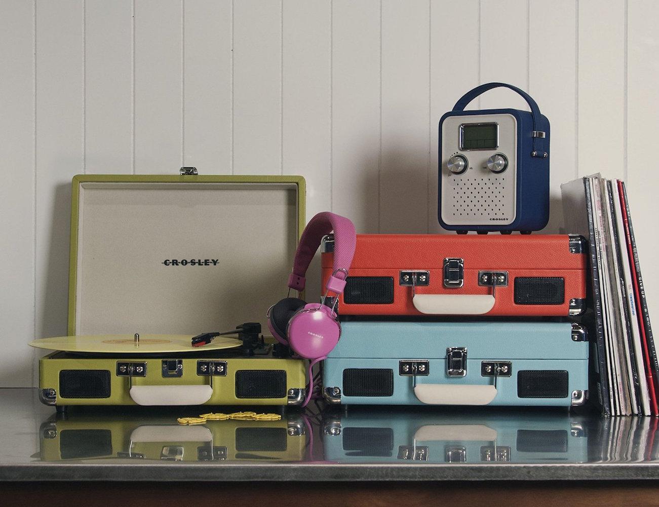 Crosley-Cruiser-Three-Speed-Portable-Turntable-02.jpg