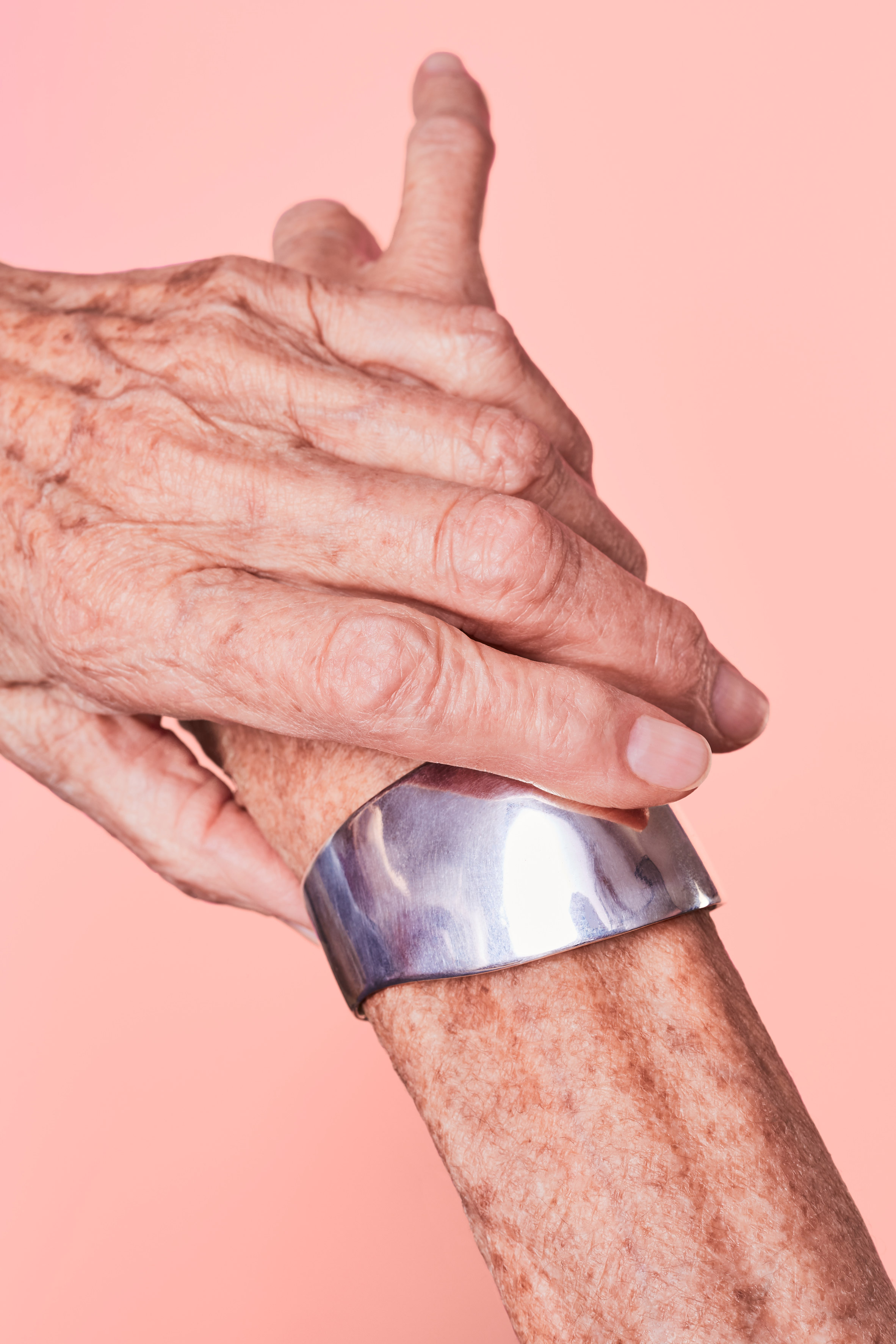 continuation-embracing-touch-series-design-fashion-jewellery_dezeen_2364_col_5.jpg