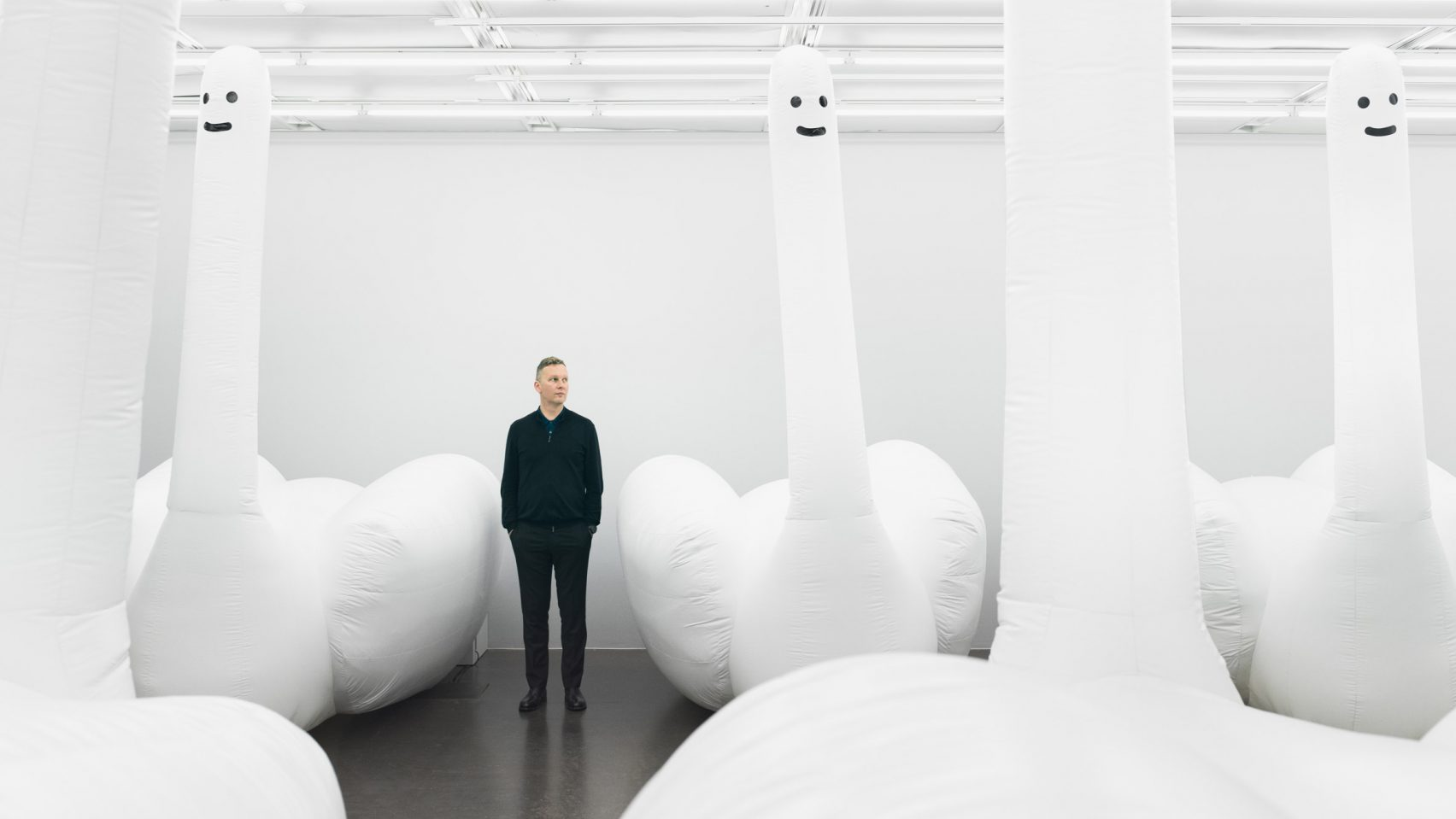 david-shrigley-inflatable-swan-exhibition-design_dezeen_2364_hero-1-1704x959.jpg
