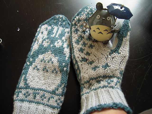 Totoro_Mitts_6_medium2.JPG