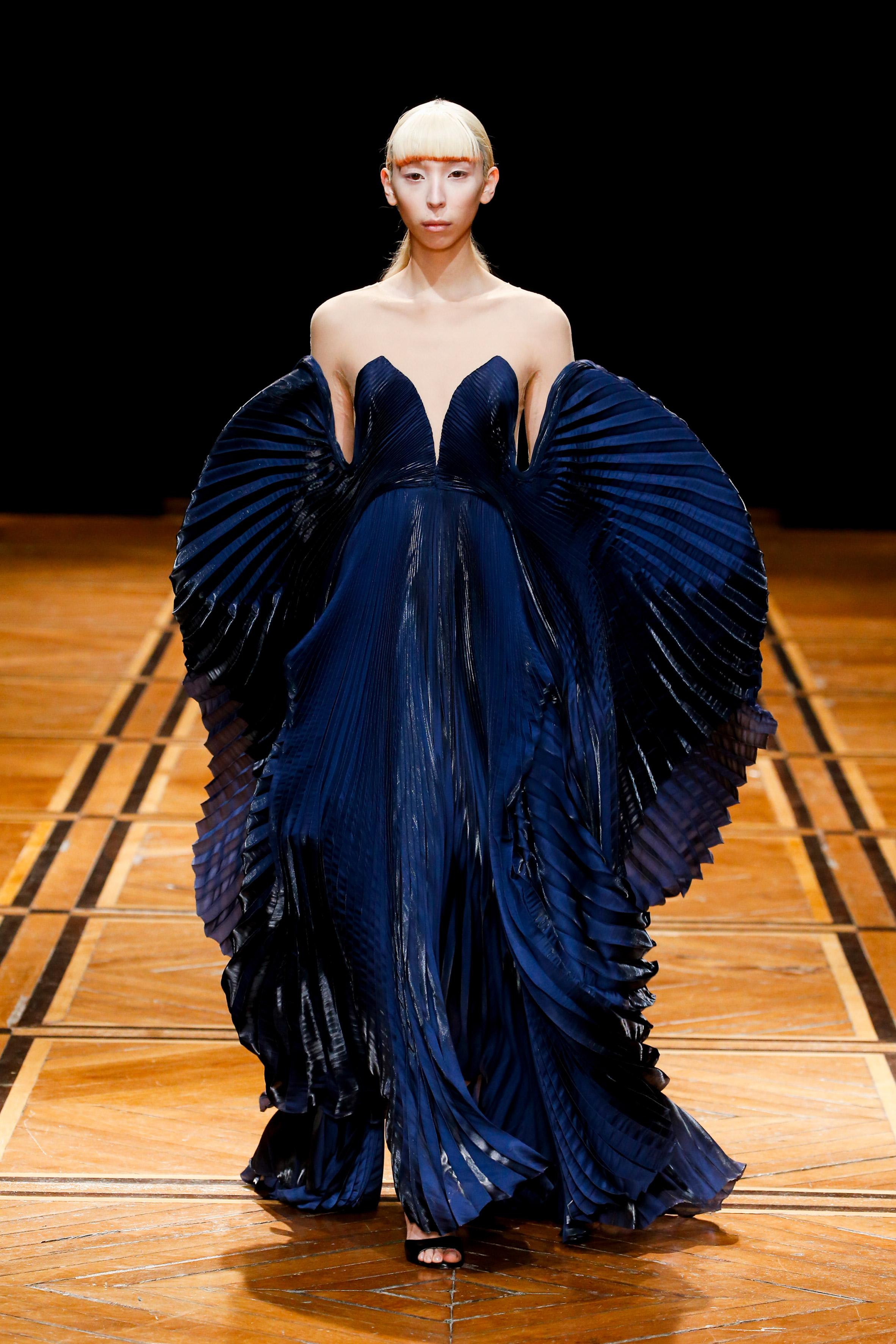 iris-van-herpen-couture-fashion-design_dezeen_2364_col_42.jpg