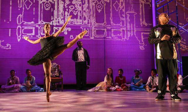 "Brooklyn Ballet dancers Paunika Jones and Michael ""Big Mike"" Fields in the ""Brooklyn Nutcracker,"" choreographed by artistic director Lynn Parkerson. (Photo by Julie Lemberger) BROOKLYN BALLET"
