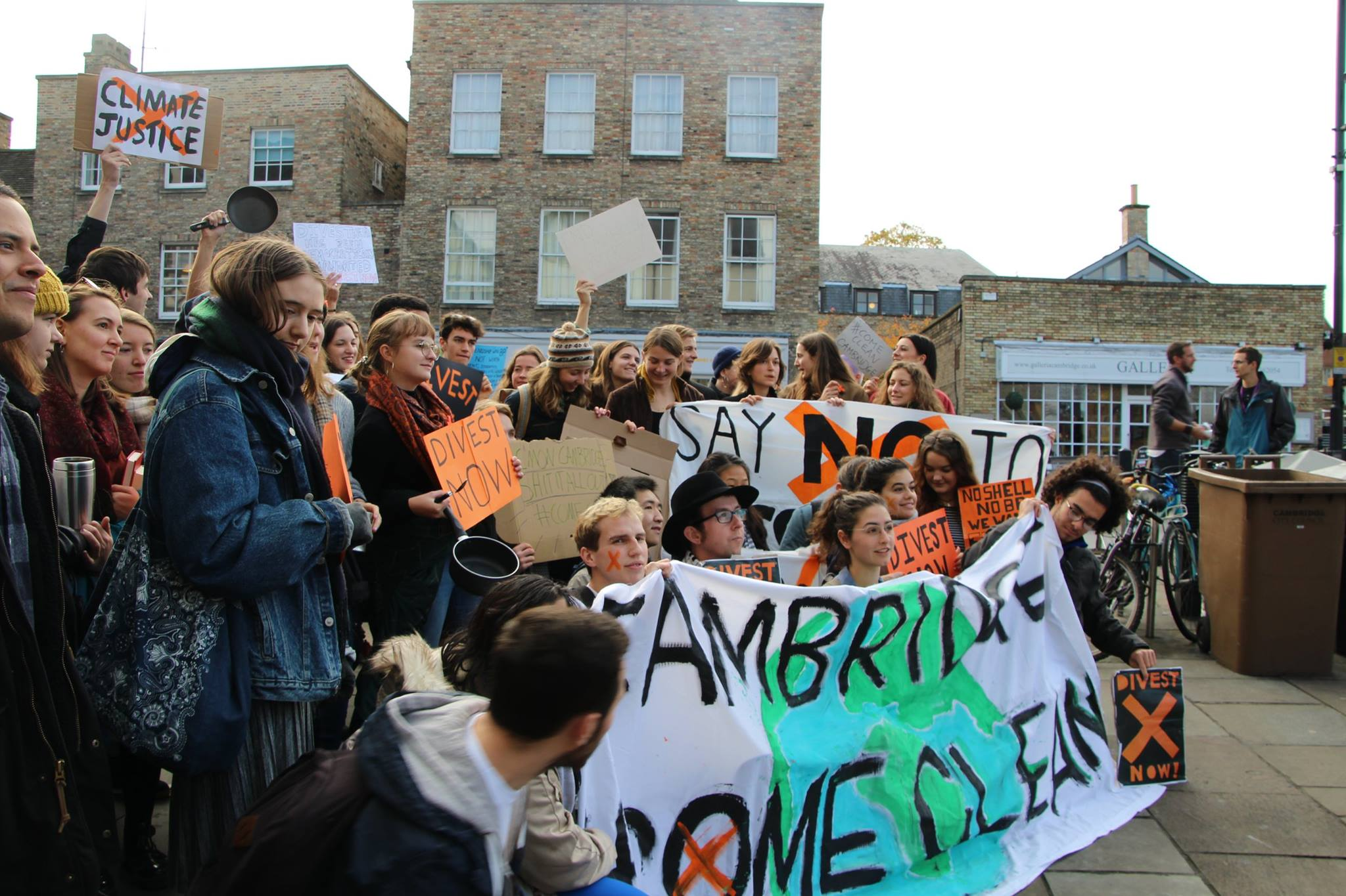 Divestment march in Cambridge, November 2017