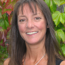 TRACEY PRITCHARD  Tracey has over 25 years' experience leading fundraising and supporter experience. She currently heads up the team at Friends of the Earth. Tracey has a degree in Biological Sciences and majored in Pollution, Ecology and Conservation