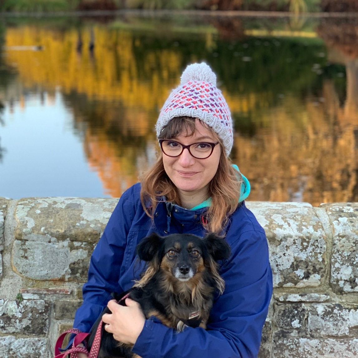 CLYO PARECCHINI Live Well Project Coordinator   Clyo has an artistic background and a strong passion for gardening, recently she has summed her interests up to work in local community projects, supporting Easy London community gardens and promoting healthy food and local products.