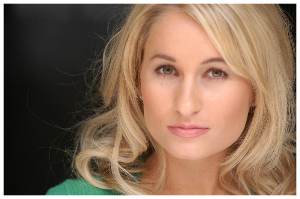 Megan Magill's Headshots 4-25-06 100.jpg