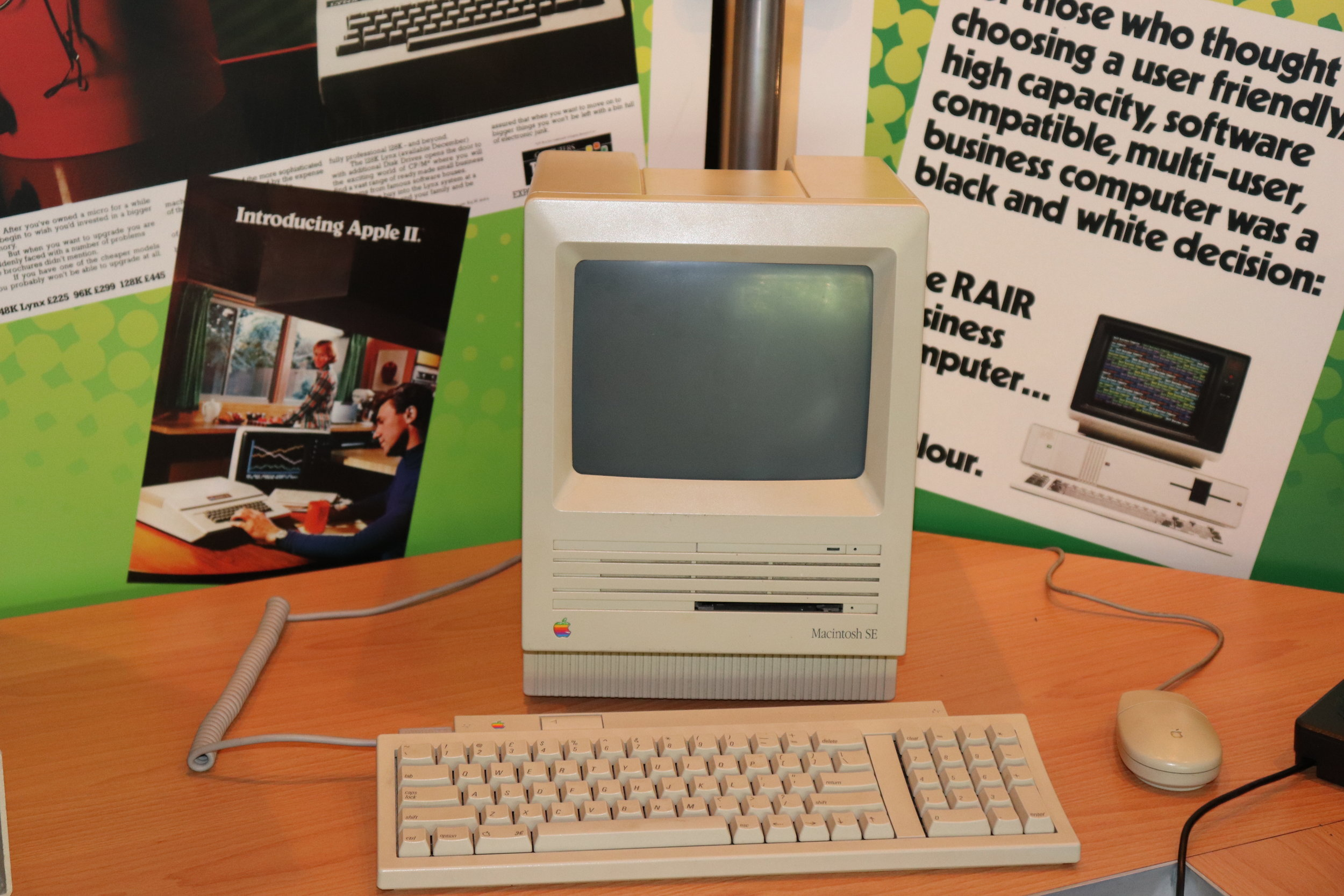 My Anti-Apple Bias was tested when my Dad told me he wanted an Apple Macintsh SE when they were released