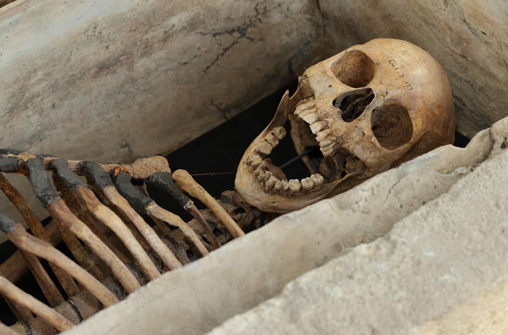 Esqueleto necrópolis romana