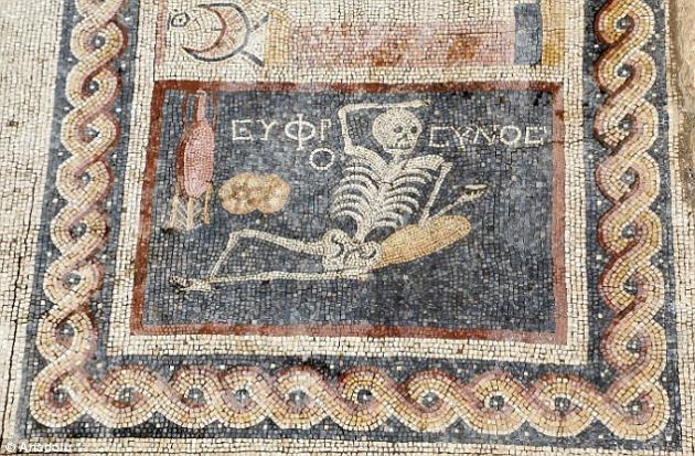 mosaico esqueleto