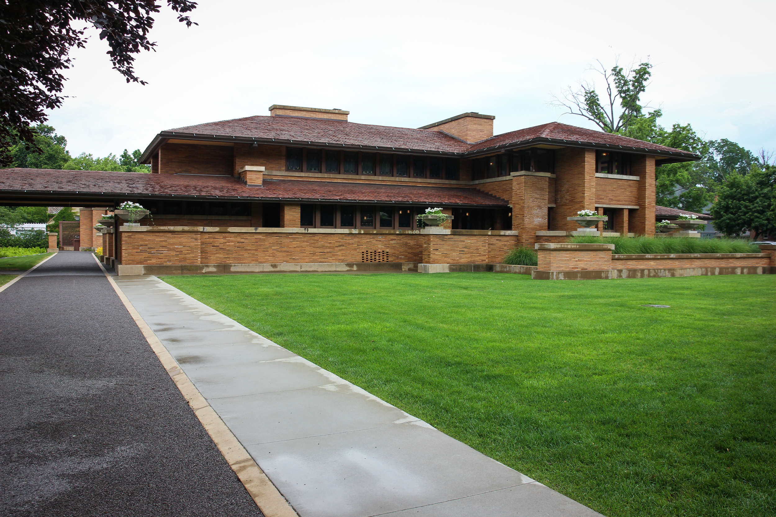 Martin's house complex by Frank Lloyd Wright.  Note that you won't see any emphasized vertical lines. No rain water drain pipes.