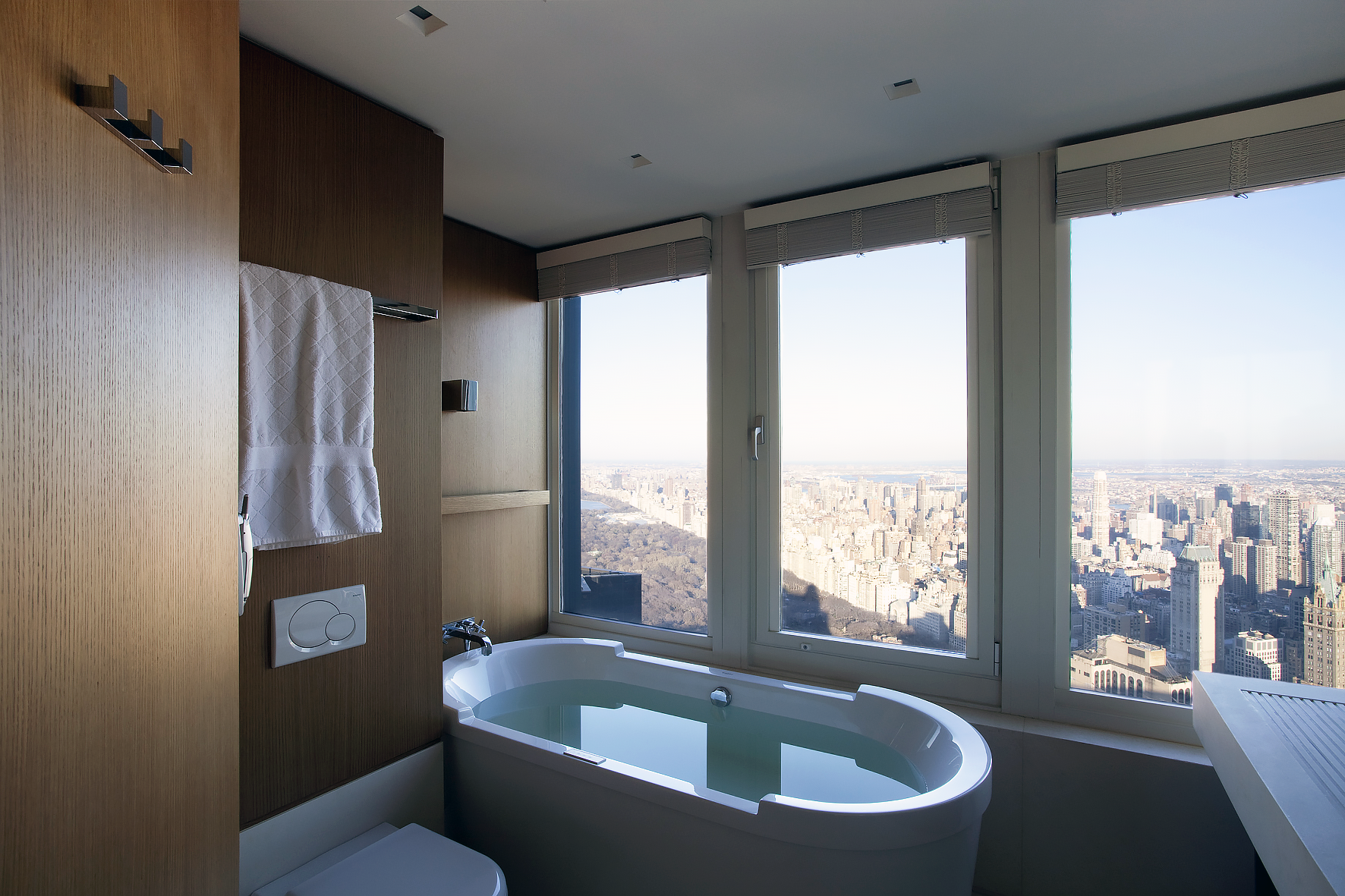 PRIVATE RESIDENCE-NY_MasterBathroom-01.png