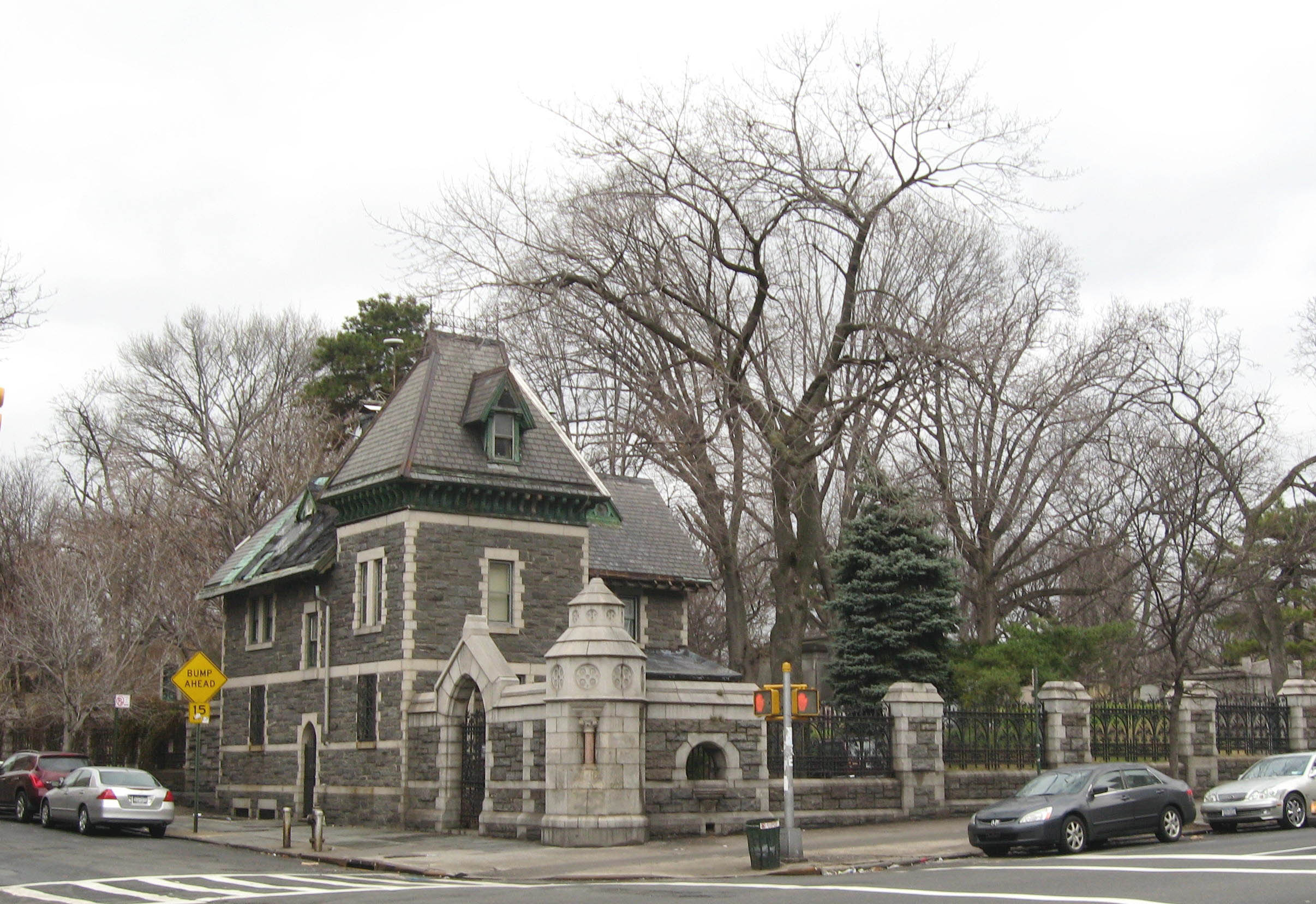 Trinity_Church_Cemetery_Caretaker's_House_153_jeh.jpg