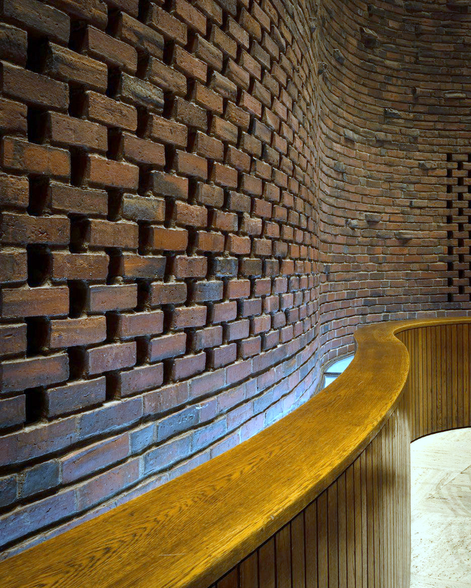 1-MIT Chapel Brickwork and Moat.jpg