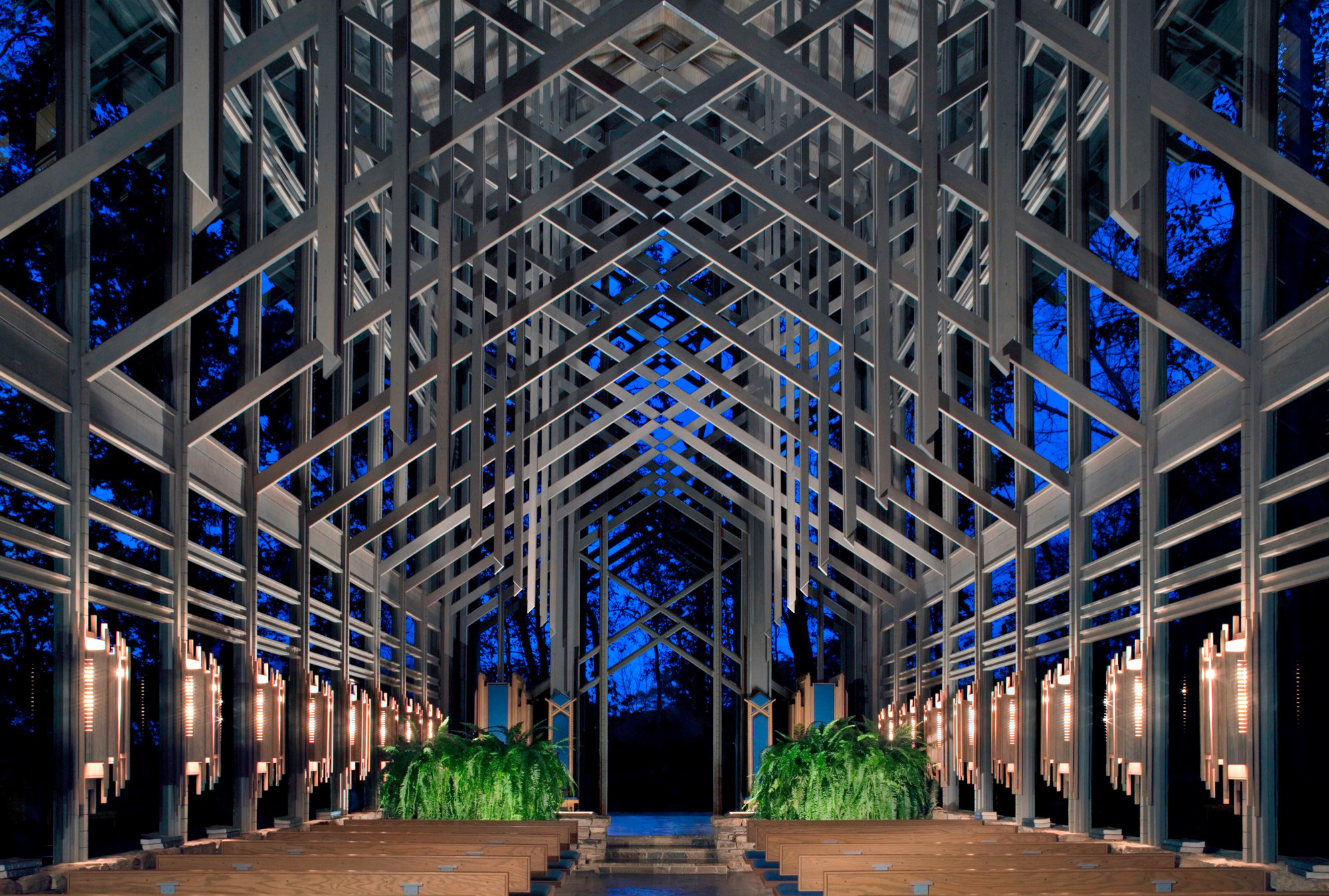 1-Thorncrown Chapel - interior.jpg