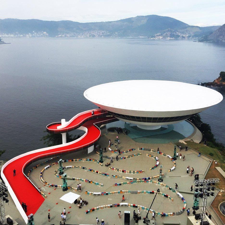 louis-vuitton-cruise-show-Es-Devlin-fashion-Niemeyer-Niteroi-museum_dezeen_936_3.jpg
