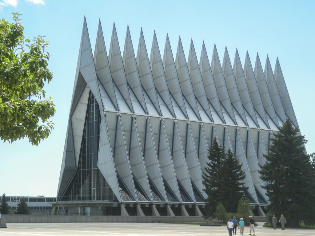 Capilla_Academia_Cadetes_-_SOM_-_Colorado_-_WikiArquitectura02-1024x768.jpg