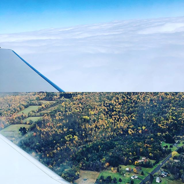 Beauty above and below the clouds ⛅️🍂🍁 #fall #lovefall #travel #home #hometown #family #airplanewindow #views #beauty #lovelife