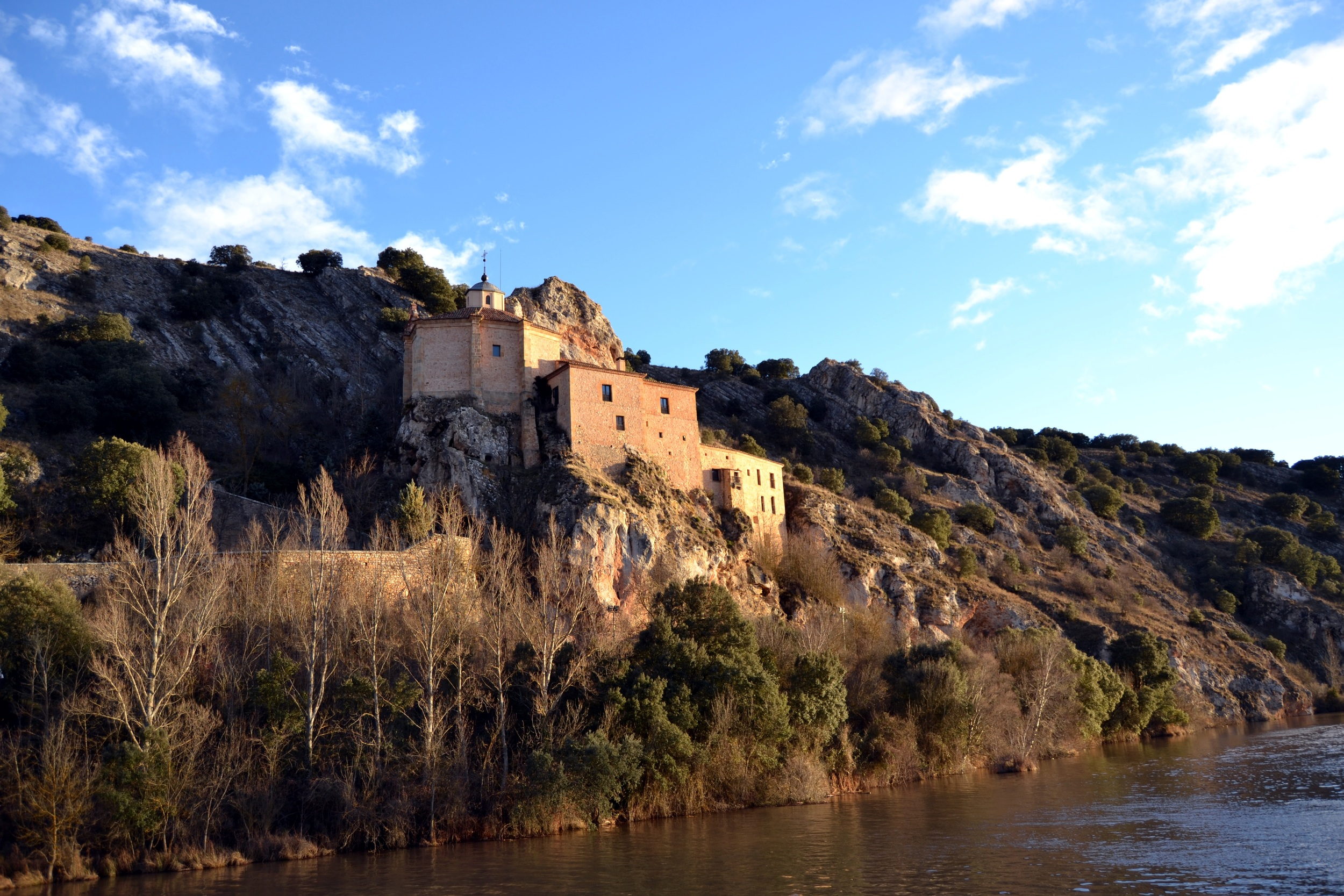 San Saturio of Soria is the emblematic hermitage built into the rocky walls on the Duero River, honored by visitors for its beauty and splendor with Baroque style architecture from the XVII century. Its early beginnings, belonging to a devout hermit that lived in the cave in the rock walls, can still be seen today.