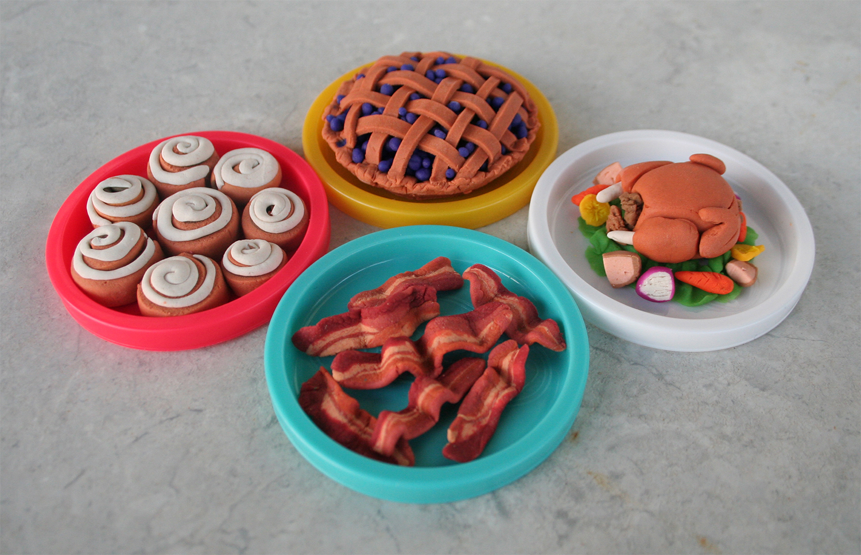 Yellow-Pig-Day-Play-Doh1.jpg