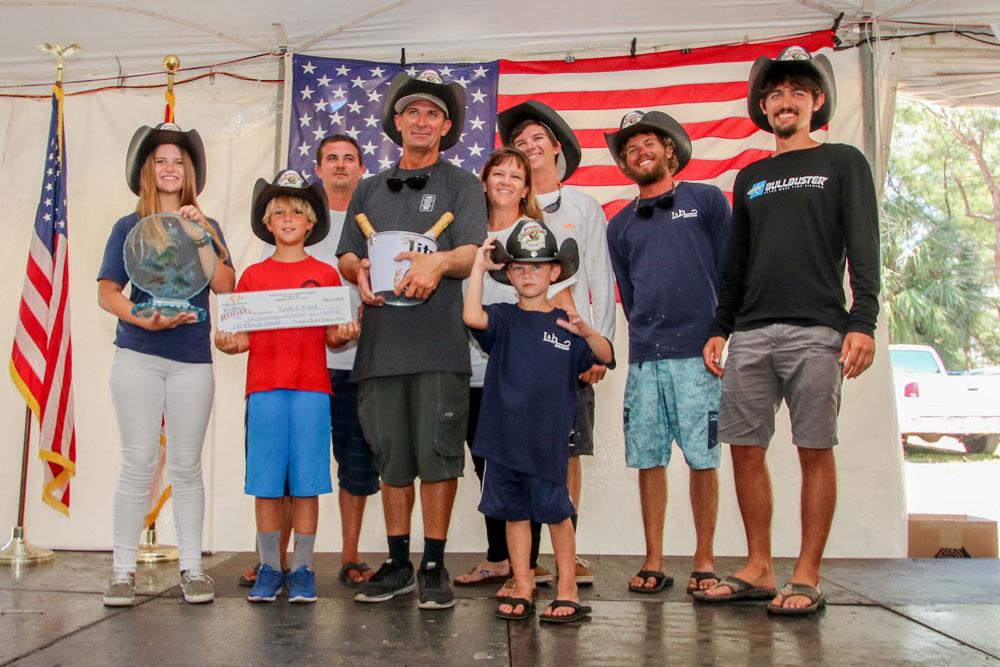 david family black hats top boat_2472.jpg