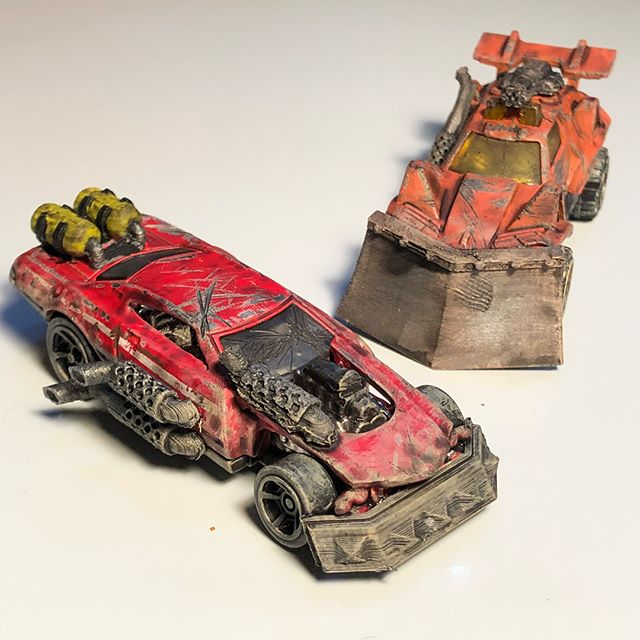 Finished modding my first 2 cars for #gaslands !