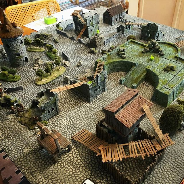 Been printing/painting a ton of terrain lately. This was our #Mordheim table from last weekend.