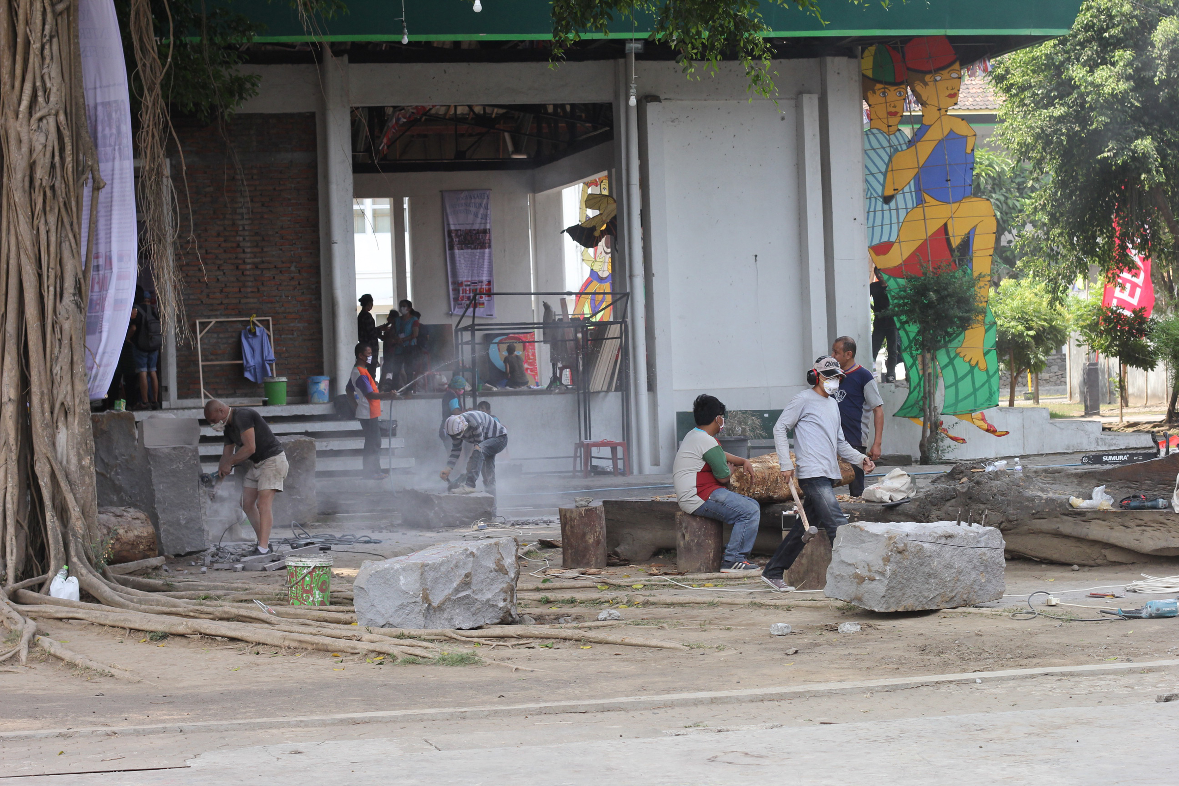 d_sculptors working in courtyard.jpg