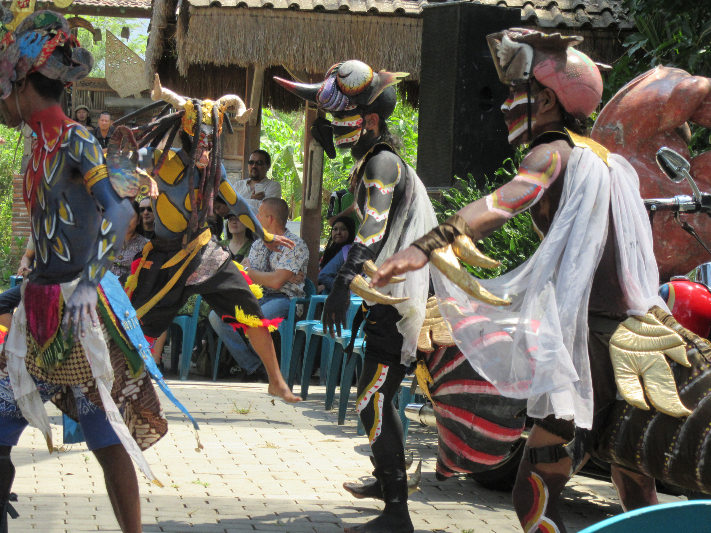 h_Limanjawi Art House_dancers 1.jpg