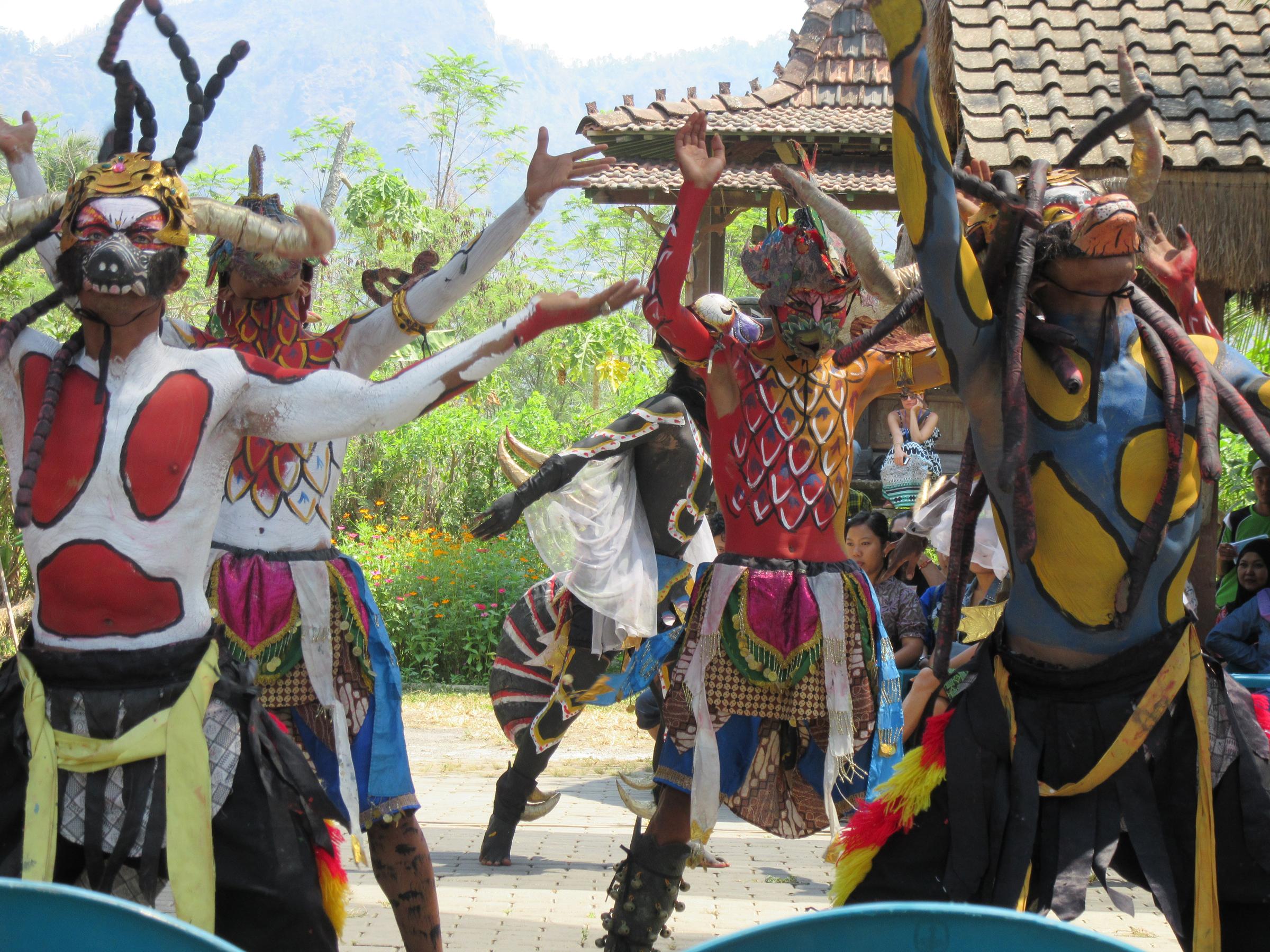 h_Limanjawi Art House_dancers 2.jpg
