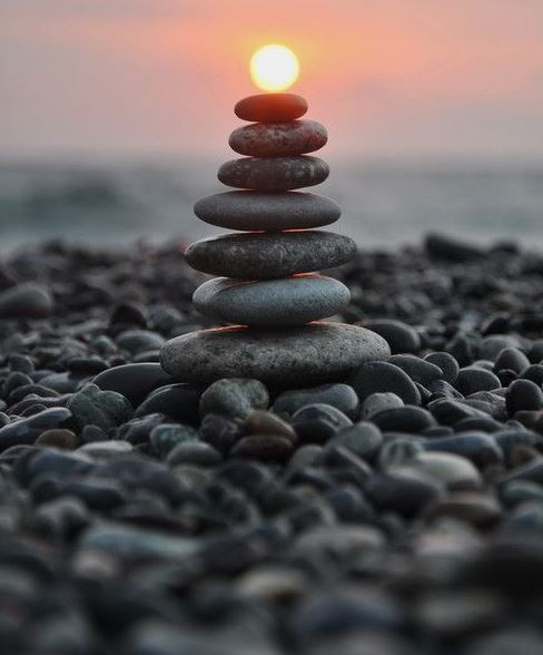Knipsel_balanced_stones_sunset.JPG