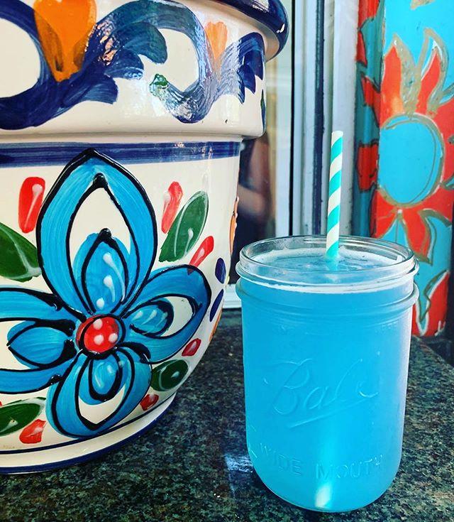 Summer time feels 💦 #Repost @om_town ・・・ 🌈Spirulina Blue @fermentvida Kombucha Lemonade  at @rivercafesantacruz! #NotKoolAid 💙