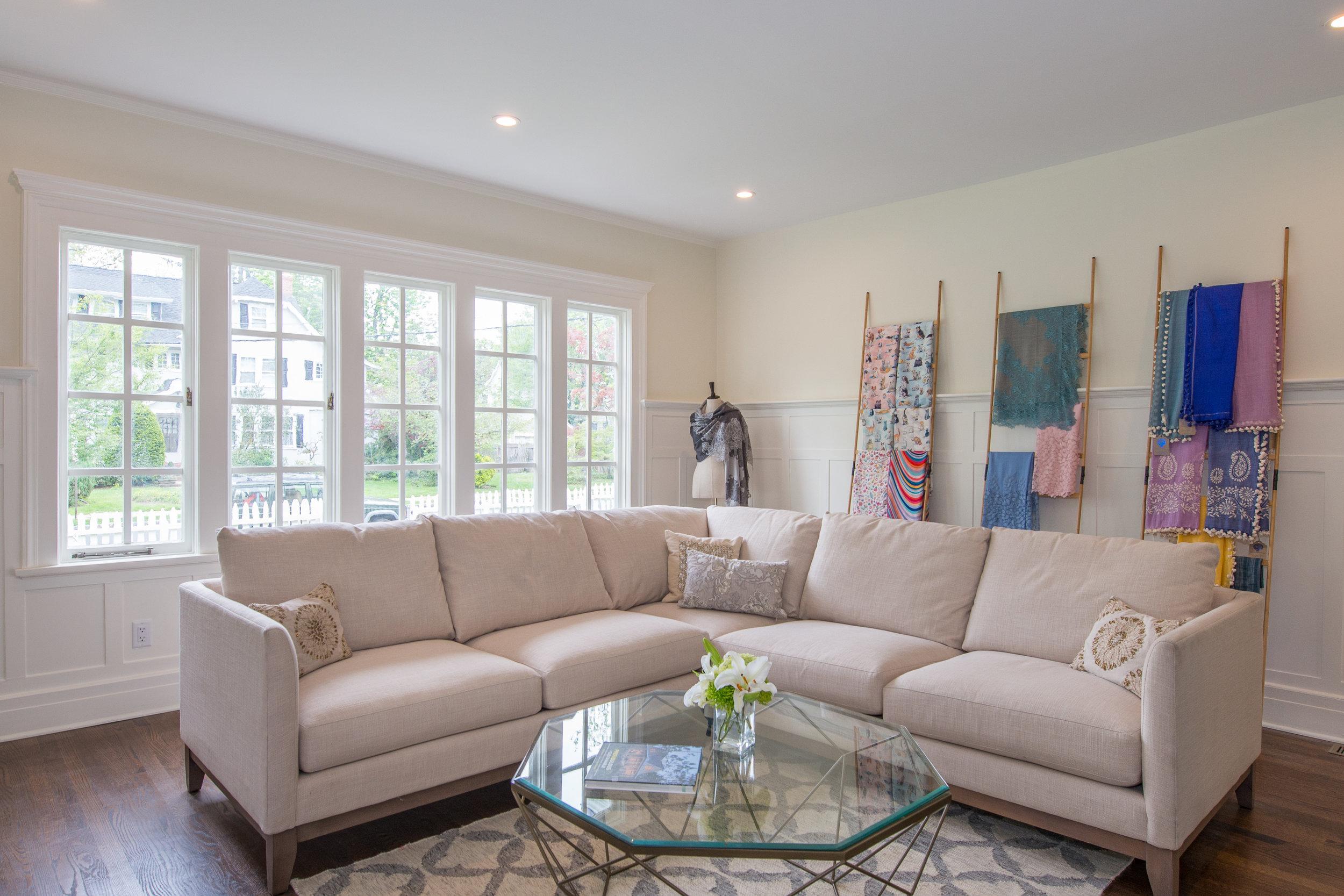 UNIT B - 1st floor Living Room