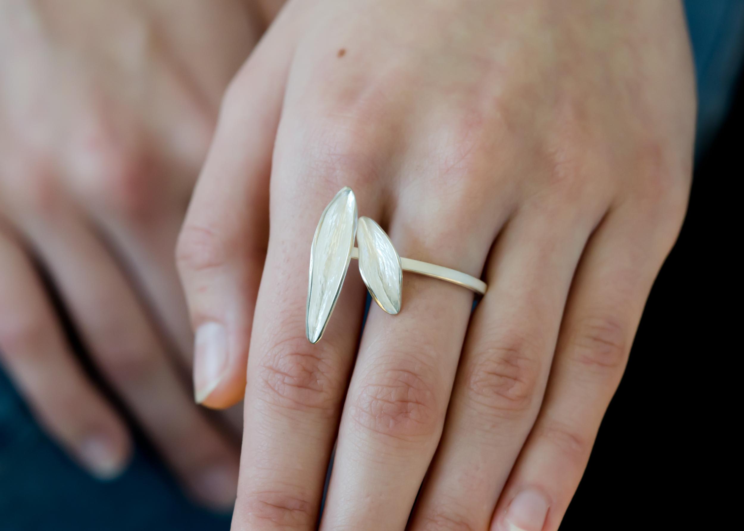 Bar-leaf-ring-CG-Grisez-7076-2.jpg