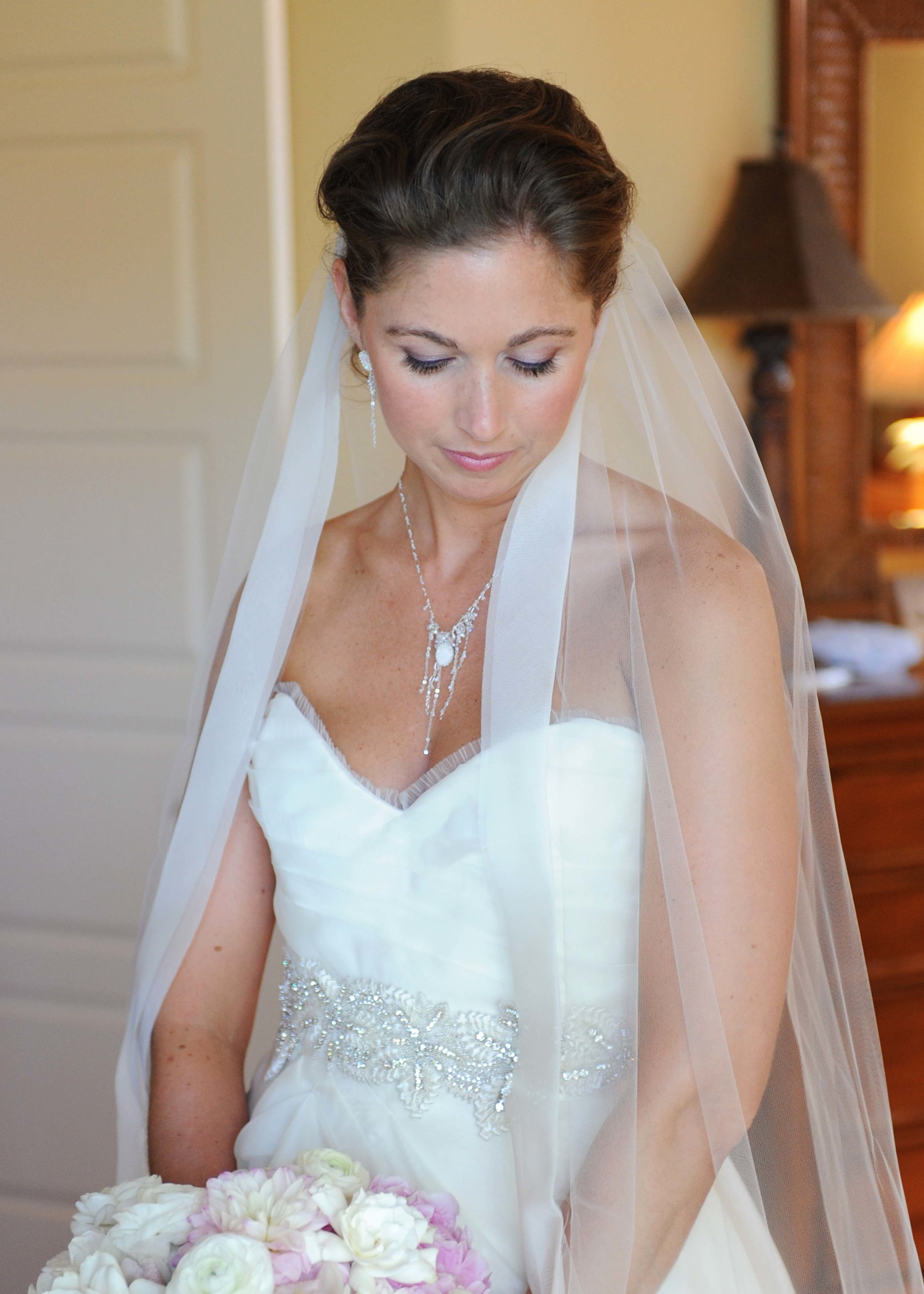 Bride's necklace and earrings