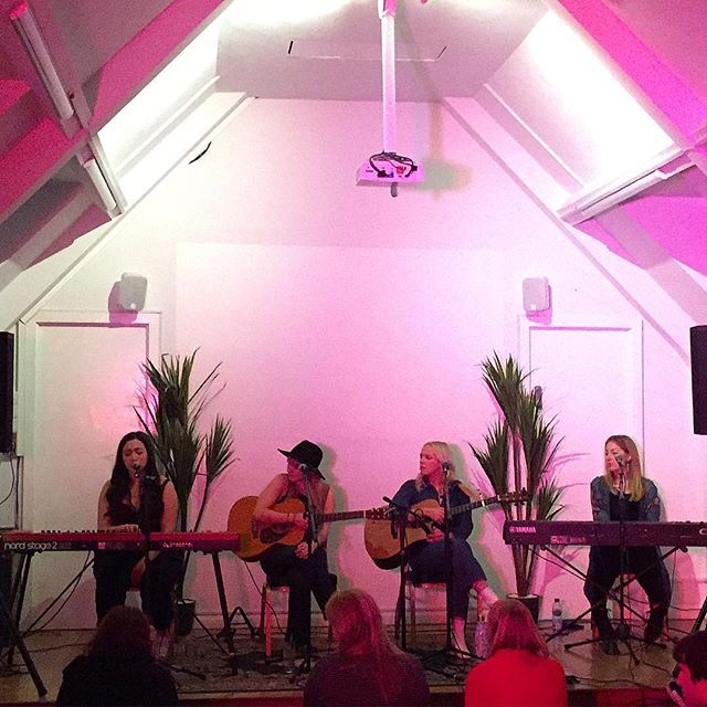 That's more like it.... great all woman line-up for Write Like a Girl, the Nashville style songwriters circle in Camden #writelikeagirl #womensongwriters #womennotgirls
