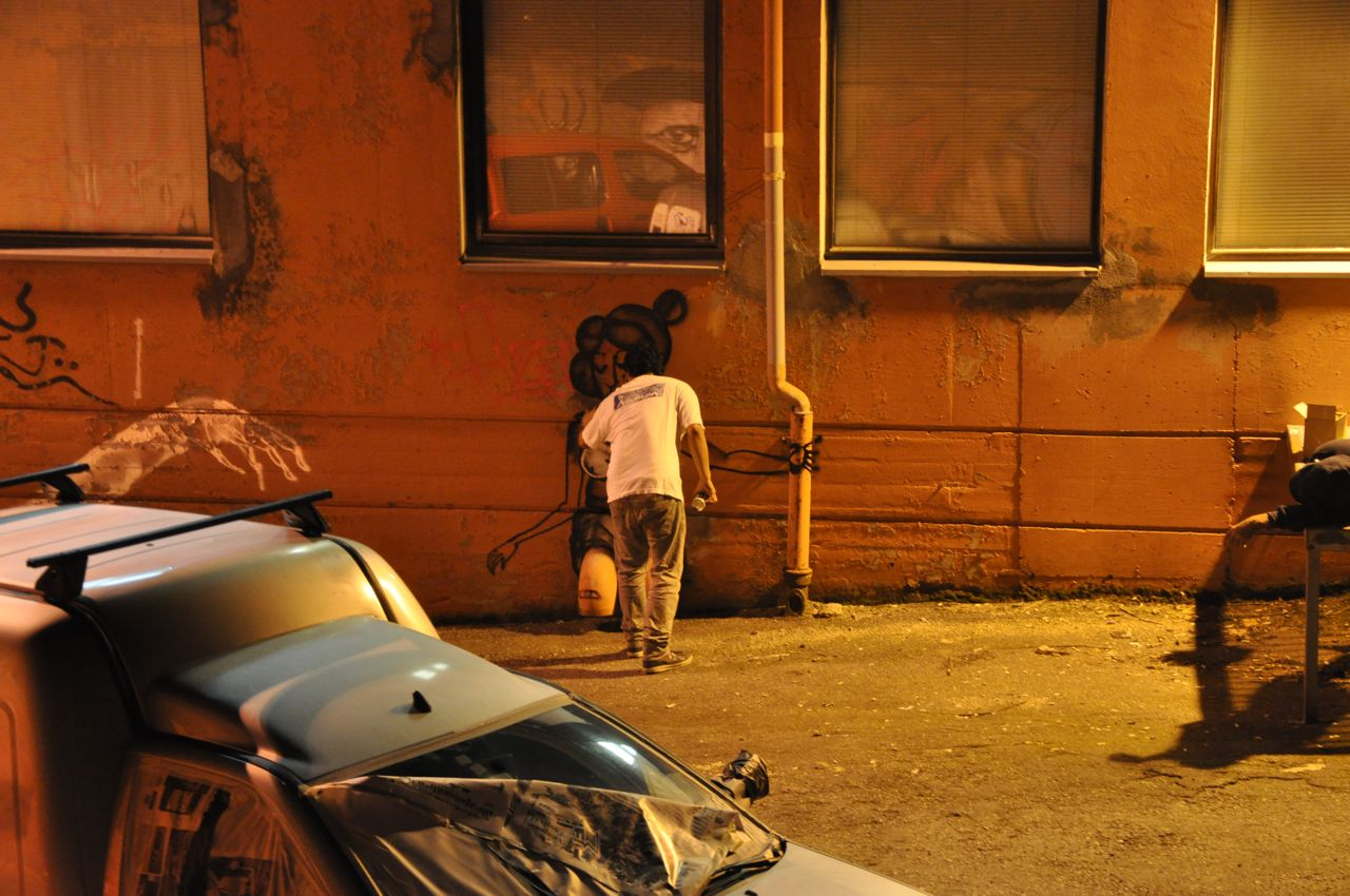 260-2011-david-choe-dvs1-street-art-nuart-festival-01.jpg