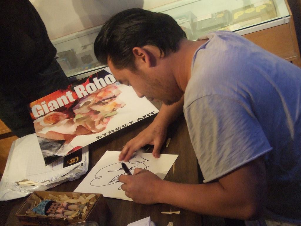 David-Choe-Signing-Comic-Con-2010