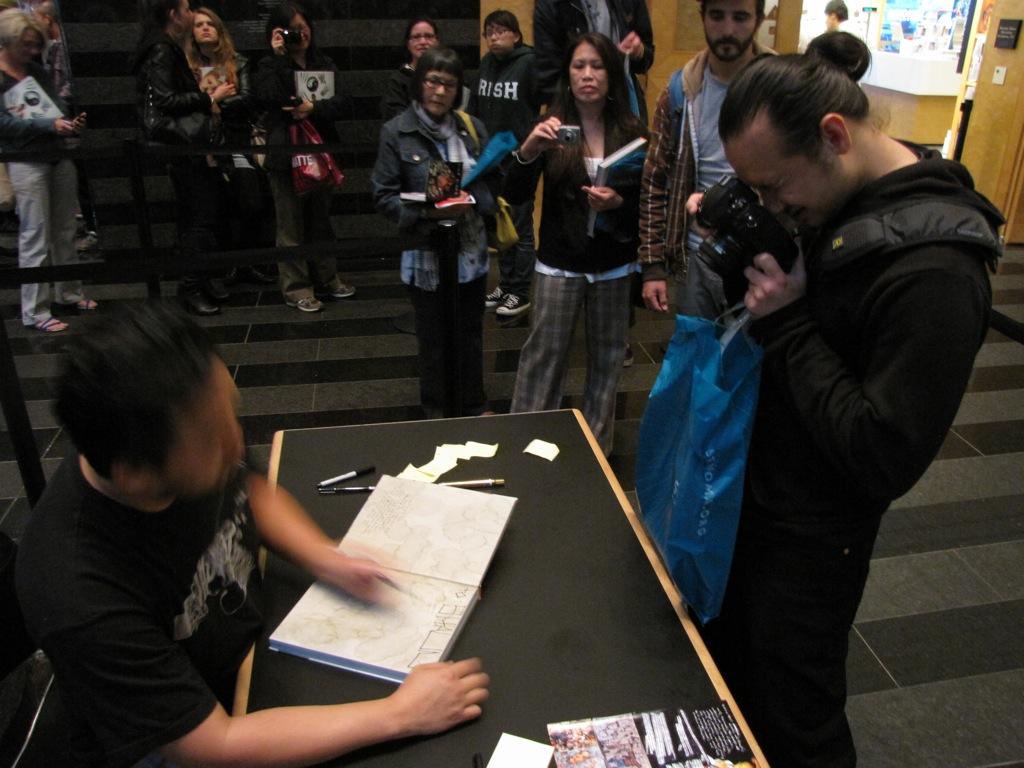 David-Choe-Signing-SFMOMA-04