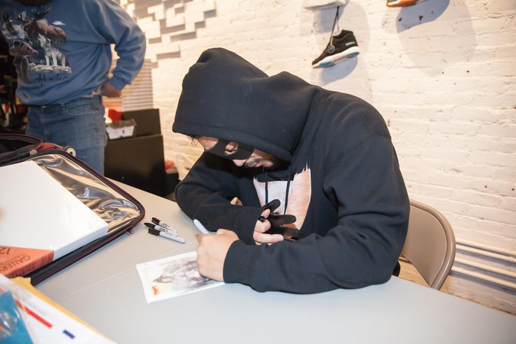 David-Choe-signing-Snowman-Monkey-BBQ-Hundreds-05