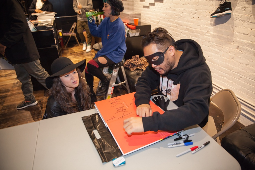 David-Choe-signing-Snowman-Monkey-BBQ-Hundreds-14