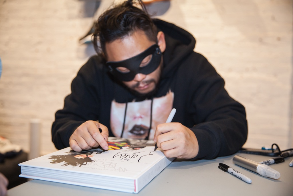 David-Choe-signing-Snowman-Monkey-BBQ-Hundreds-16