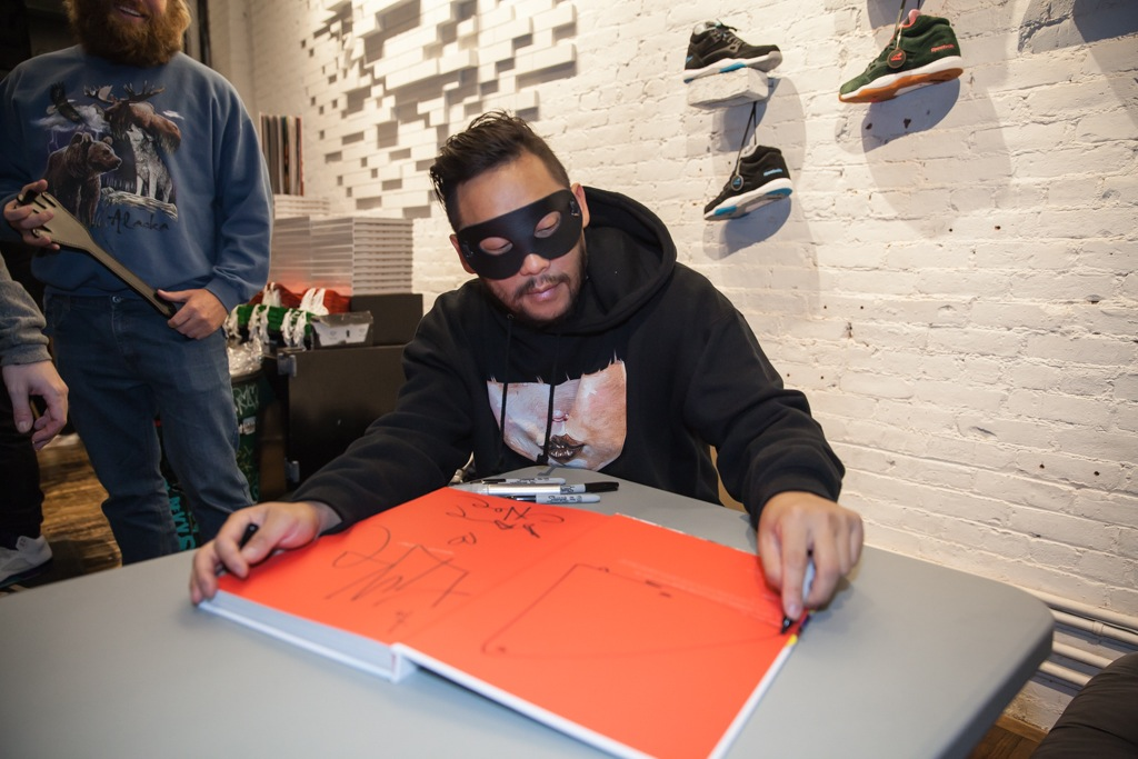 David-Choe-signing-Snowman-Monkey-BBQ-Hundreds-26