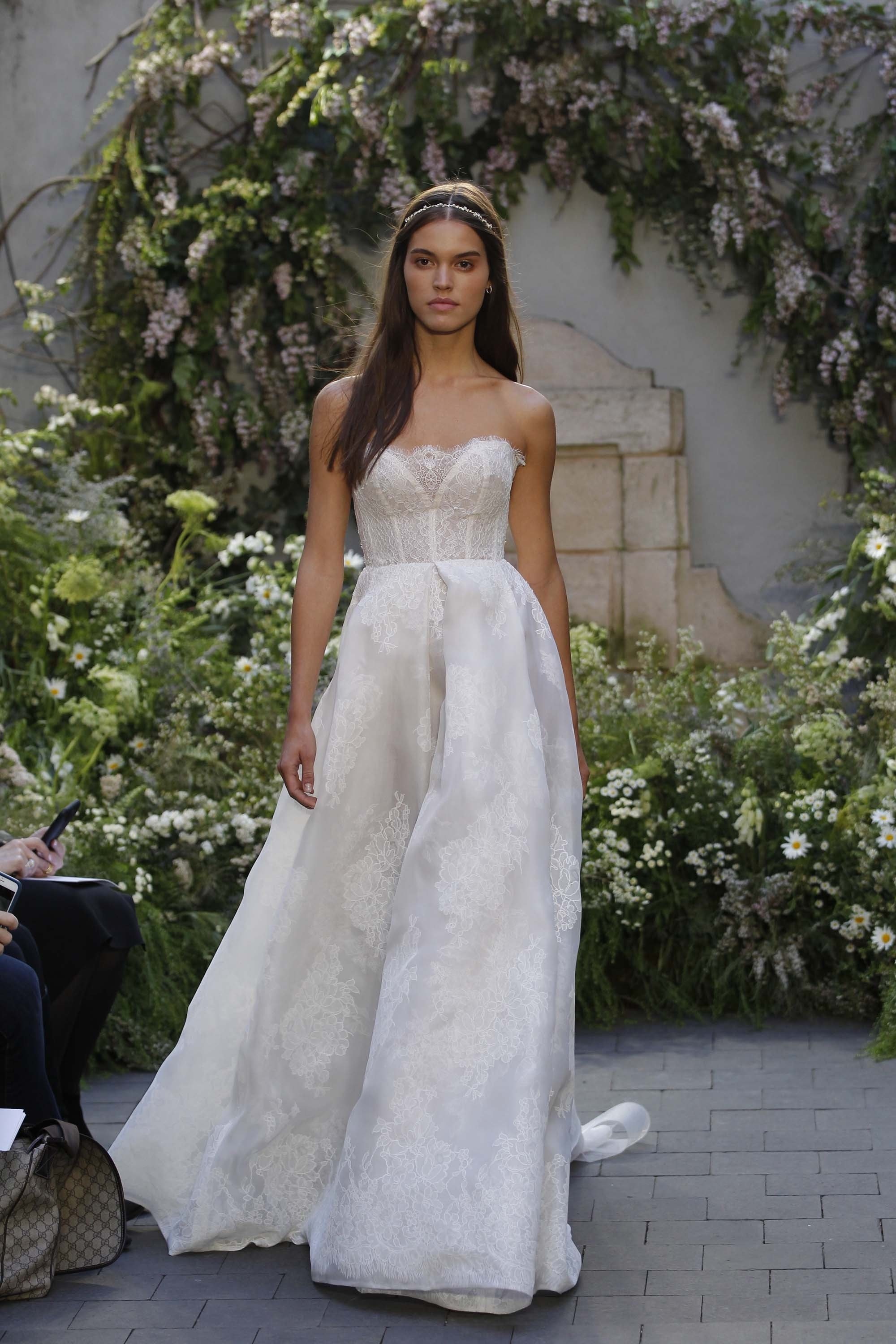 14-monique-lhuillier-bridal-spring-17.jpg