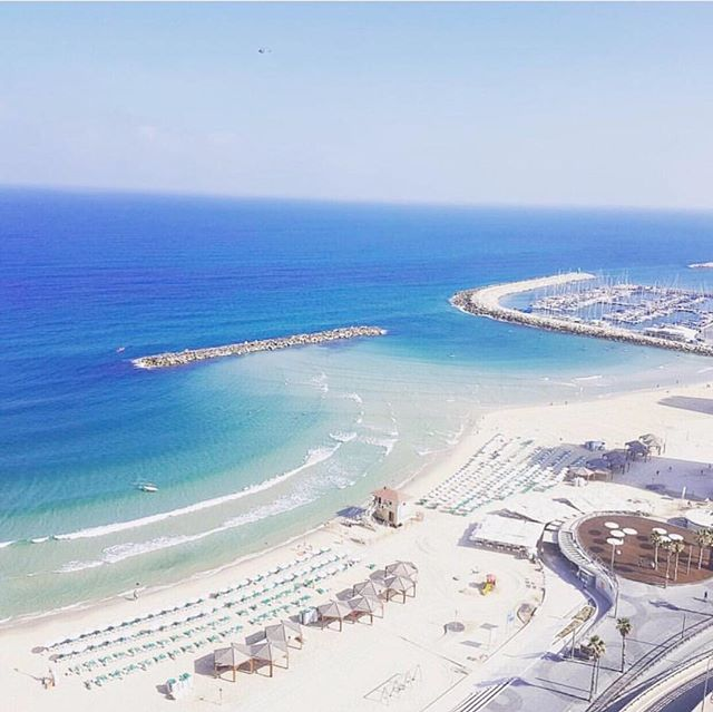 perfect shades of blue 💙 🇮🇱 happy weekend!  photo by @ellejohnsondavis