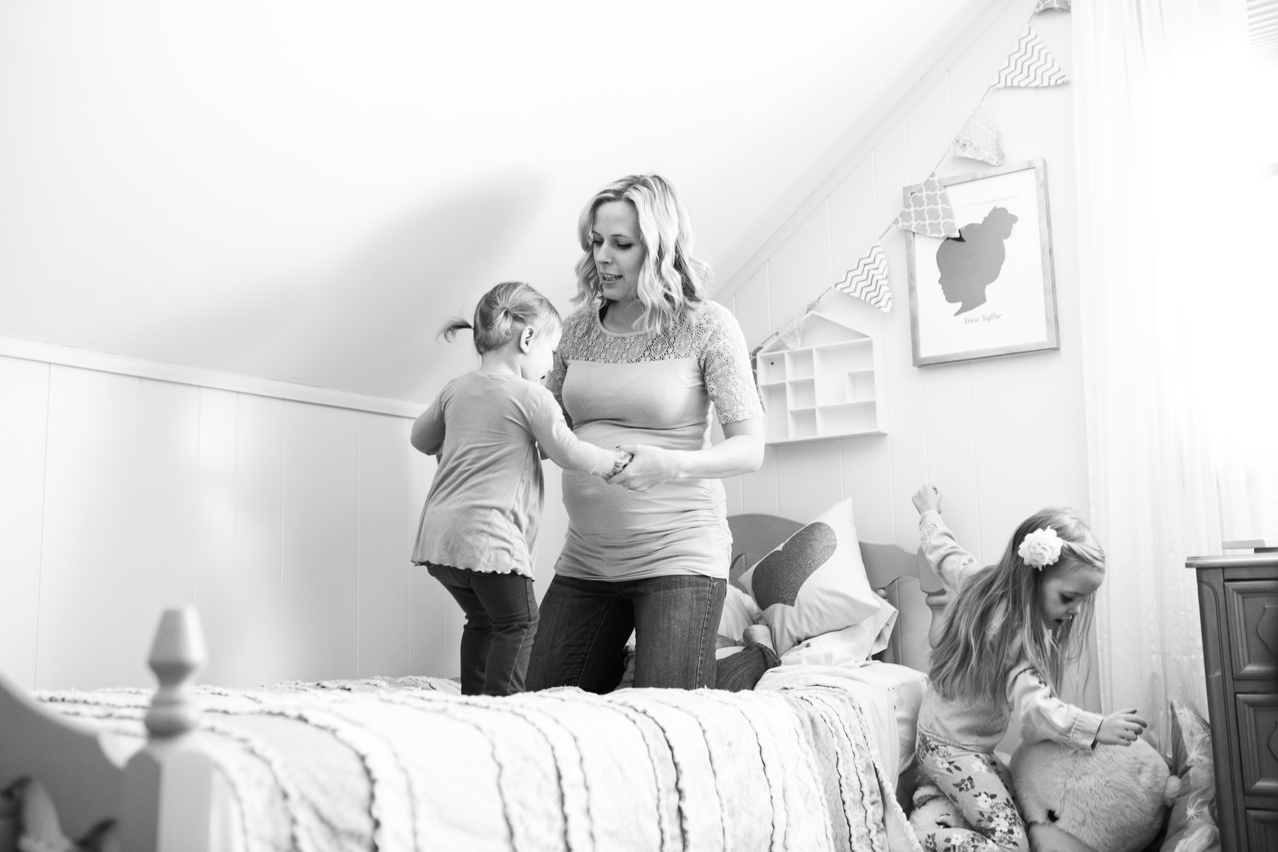 vanessa wyler newborn maternity lifestyle photographer pewaukee waukesha wisconsin