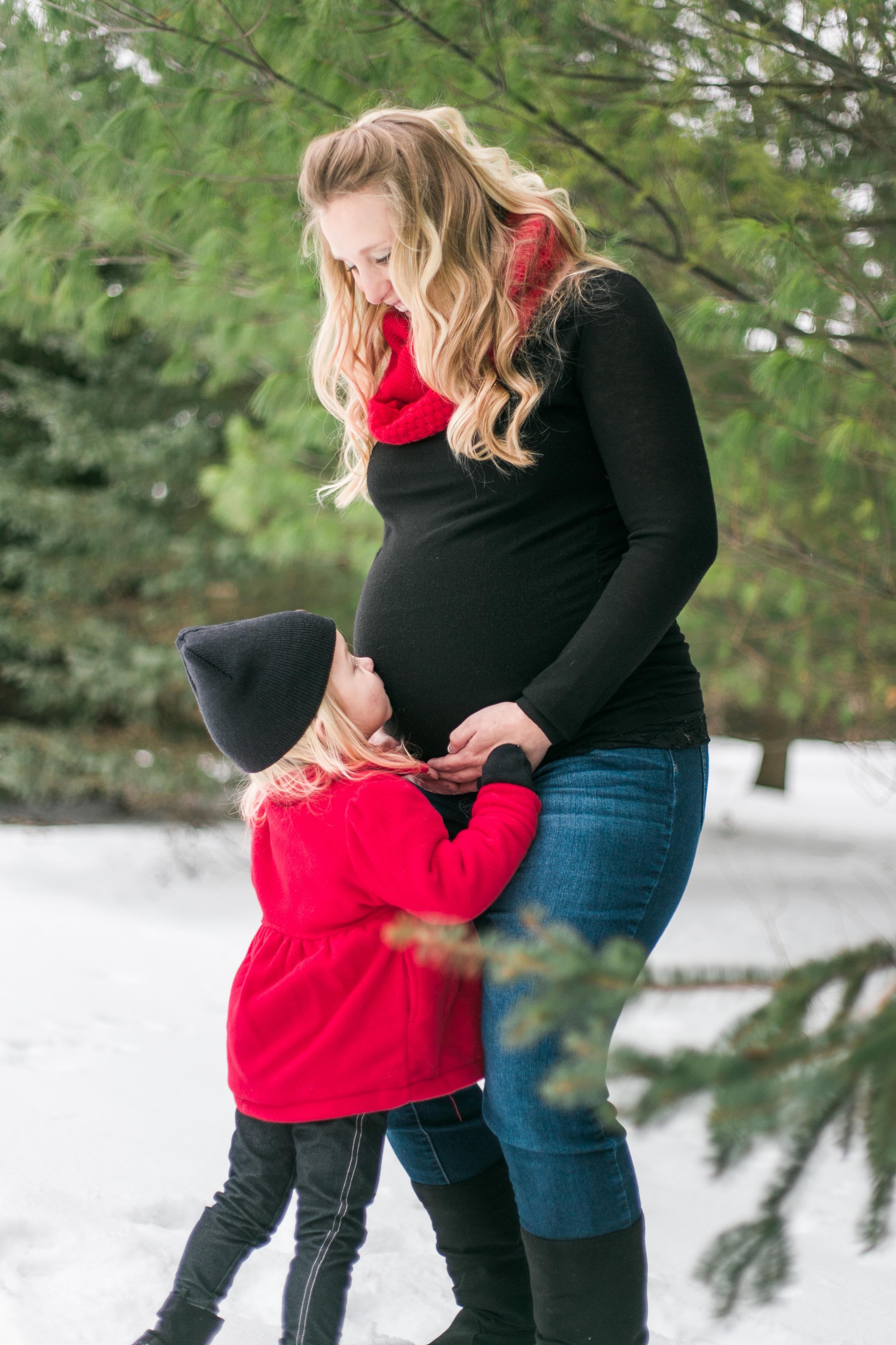 outdoor winter maternity session pewaukee wisconsin vanessa wyler