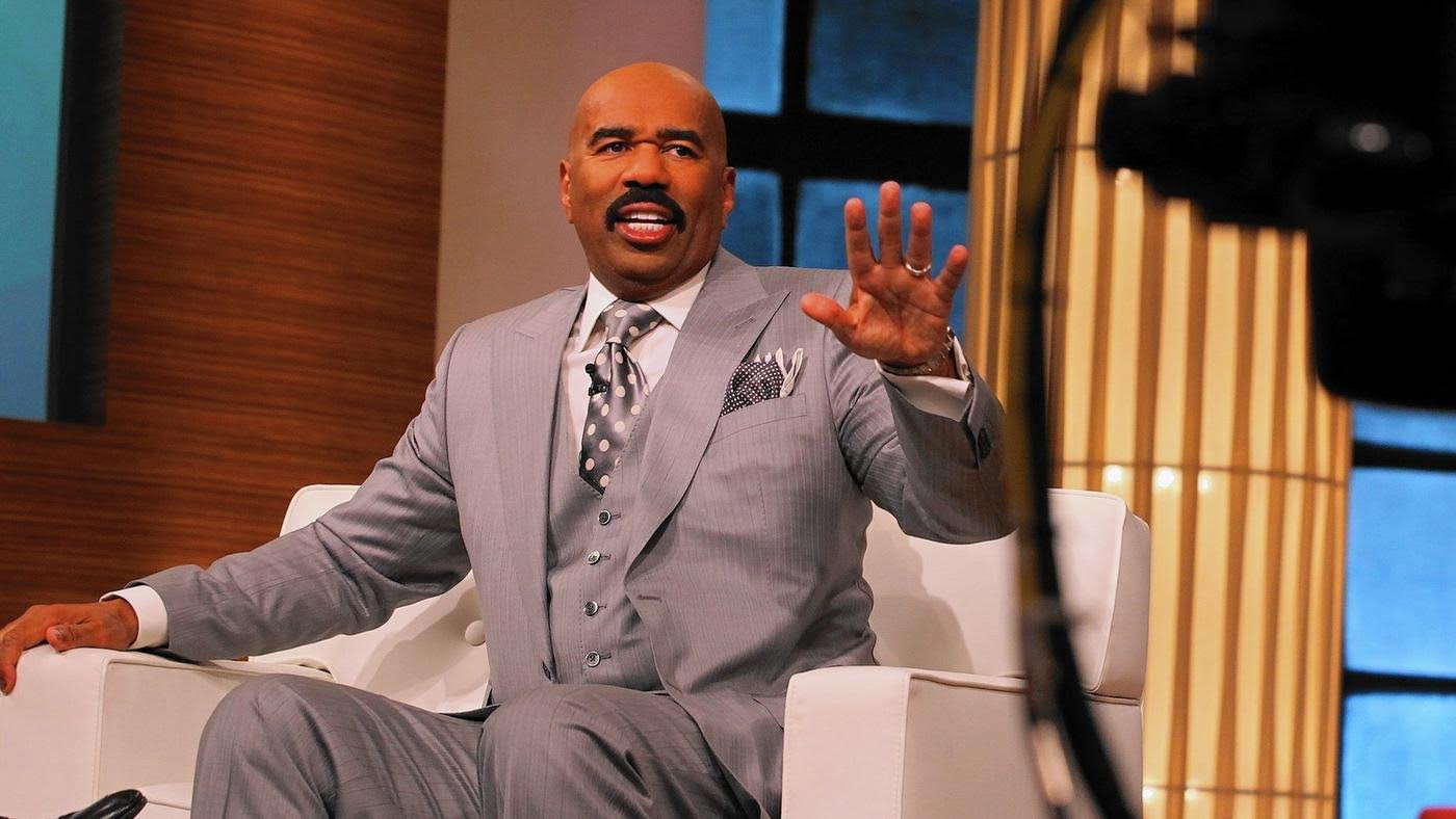 "Steve Harvey talks to the audience April 23, 2013, during the taping of the ""Steve Harvey"" show at the NBC Tower in Chicago. The show will end in May 2017. (Antonio Perez / Chicago Tribune)"