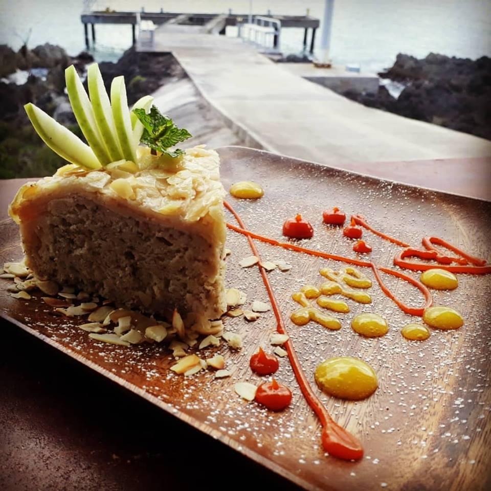VIVO Cake Apple Almond.jpg