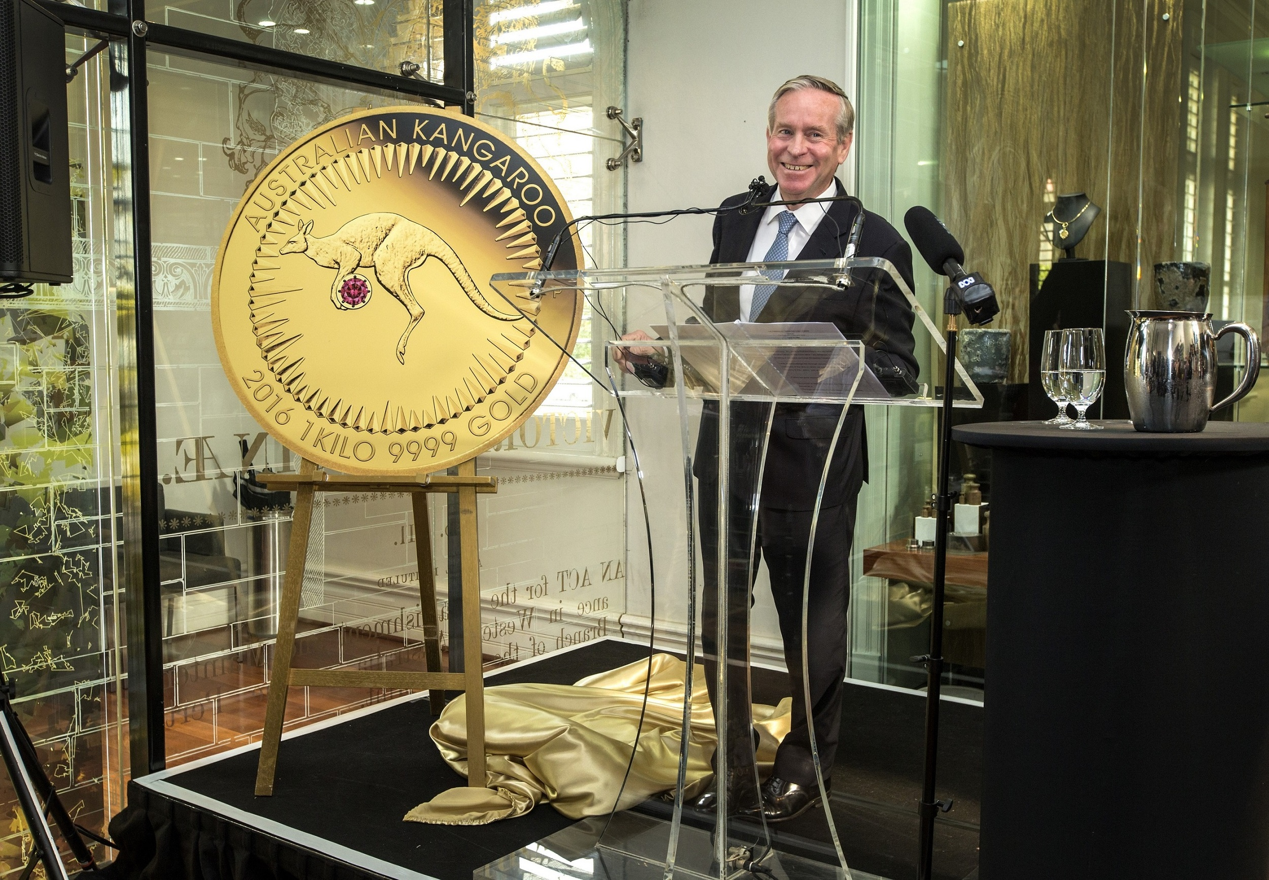 The Premier of Western Australia, the Honourable Colin Barnett MLA unveiling the Kimberley Treasure coin